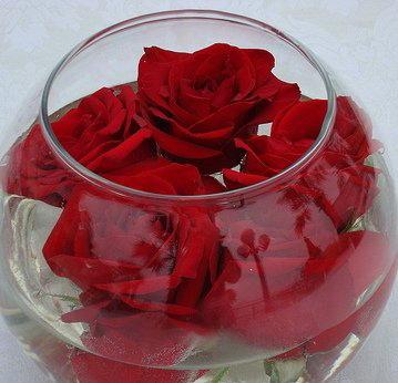 Розы в воде